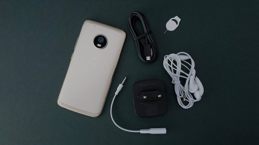 moto g5 plus box out