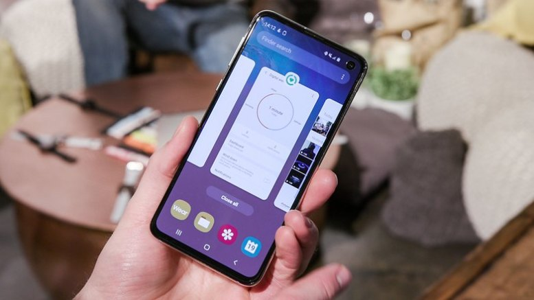 AndroidPIT samsung galaxy s10e front