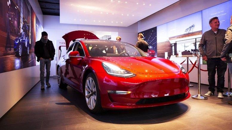 Tesla 3 car 01