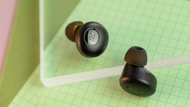 NextPit Realme Buds Q headphones