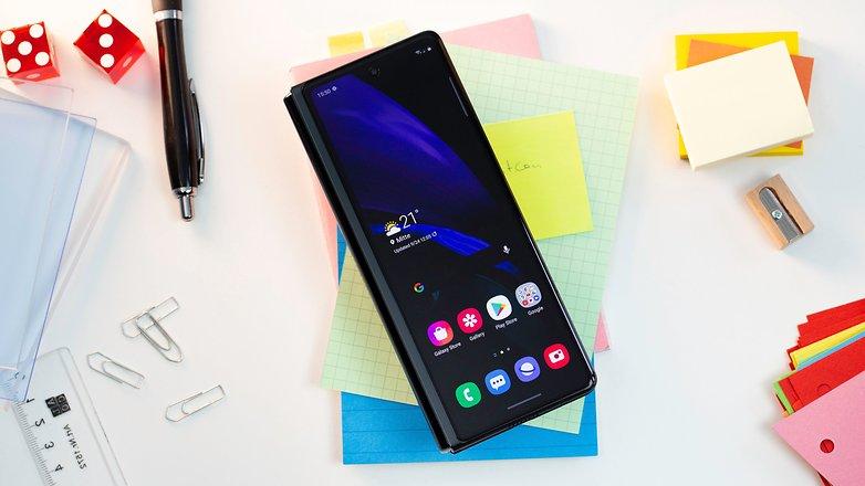 NextPit Samsung Galaxy Z Fold 2 screen simple