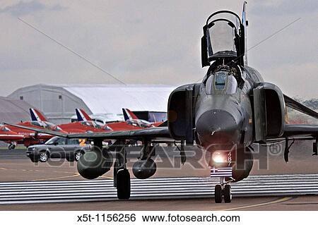 McDonnell Douglas F-4 Phantom II long-range supersonic jet interceptor fighter/fighter-bomber Stock Photograph | x5t-1156256 | Fotosearch