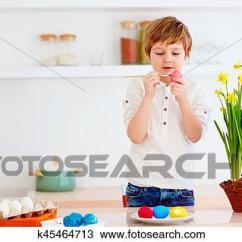 Nice Kitchen Tables Hood 图吧 漂亮 开心 孩子 描绘复活节蛋 在 The 厨房 桌子k45464713 桌子