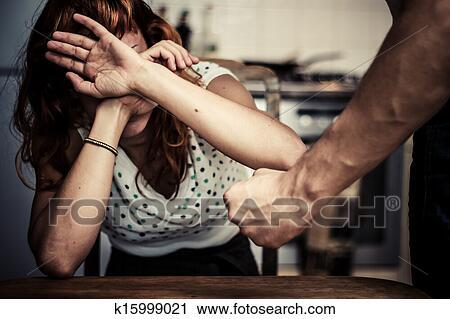 Arquivos de Fotografia - mulher, cobertura, dela, rosto, em, medo, de, violência doméstica. Fotosearch - Busca de Fotos, Imagens, Impressões e Clip Art
