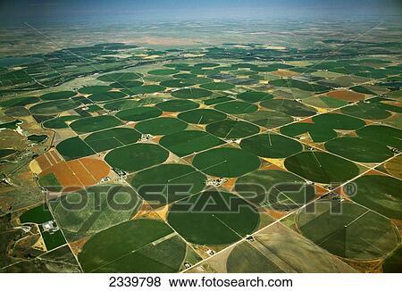 Immagini  agricoltura  vista aerea di centro perno irrigato circolare campi agricoli