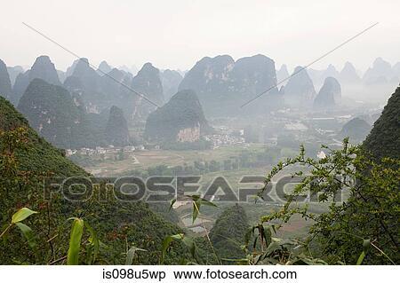 Archivio Immagini  cina provincia guangxi yangshuo luna collina is098u5wp  Cerca Archivi fotografici Immagini murali Fotografie e Foto