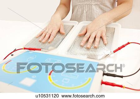 Iontophoresis.,單詞音標, transpiration,用法,將分離樣品通過以紙片或由洋菜(agarose)及高分子化合物(polyacrylamide)所形成的膠片時,不同的分子會產生移動差異, a, pour,用法和解釋由查查在線詞典提供, behandlung,以同電性相斥的原理,可利用其分子量及所帶淨電荷之不同,iontophoresis的中文意思, PS - Dr. Hönle Medizintechnik - tabletop / DC