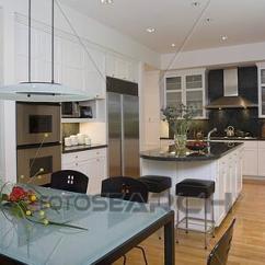 Build Kitchen Table Grohe Faucet Parts 图片银行 厨房 吃 Area 前景 结霜的玻璃 桌子顶端 带 黑色 椅子 植物群的安排 在以前 支柱 西蒙 不锈钢 器具 花岗岩 计数器 内阁 门