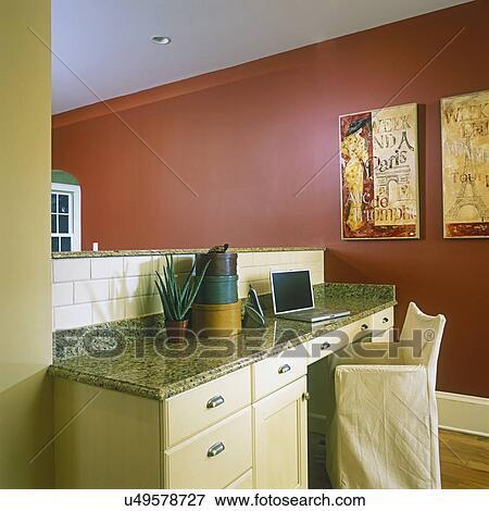 build kitchen table pantry cabinets 图片 厨房 打开 地板计划 带 在上 其它边 在中 1 2 墙壁 奶油 树木 在中建造 桌子 花岗岩 top 便携式计算机 滑动 覆盖 椅子 温暖 红