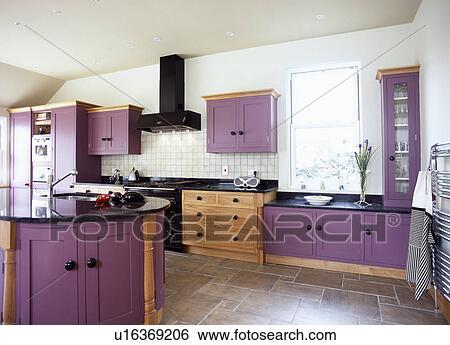 slate floor kitchen acrylic sinks 種類一應俱全的圖庫 紫色 適合 碗柜 以及 板岩 地板派人守衛 在 現代 白色 廚房 由于 島 單位