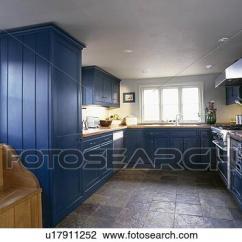 Slate Floor Kitchen Bamboo Flooring In 影像 板岩 用瓦蓋地板 在 國家 廚房 由于 適合 藍色 碗柜