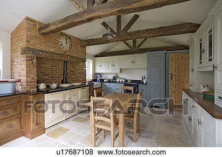 antique kitchen table hansgrohe faucet parts 照片 被改造 古董 石頭 地板 以及 木製的桌子 椅子 在 廚房 由于 奶油 aga tudor 磚 壁爐