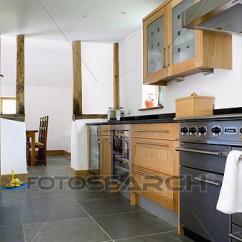 Slate Floor Kitchen 36 Inch Cabinets 影像 板岩 地板 在 現代 白色 廚房 由于 範圍 烤爐u10707403 烤爐