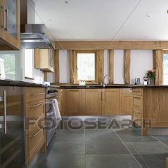 Slate Floor Kitchen Farmhouse Tables 種類最齊全的圖像 板岩 地板 在 現代 白色 廚房 由于 適合 木頭 單位