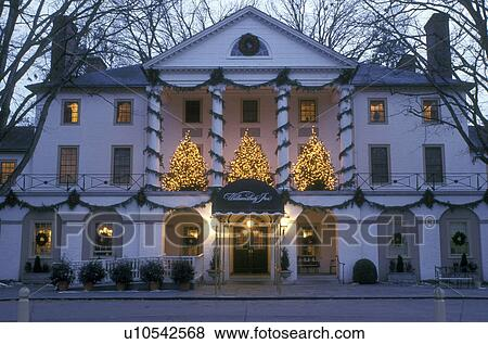Pictures of inn, Colonial Williamsburg, Virginia, VA