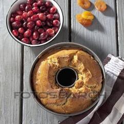 Gray Kitchen Towels Island Granite Top 图片银行 蛋糕平锅 带 烘烤 圆环 蛋糕 厨房毛巾 同时 新鲜 弄干了 水果 在上 灰色 木制的桌子