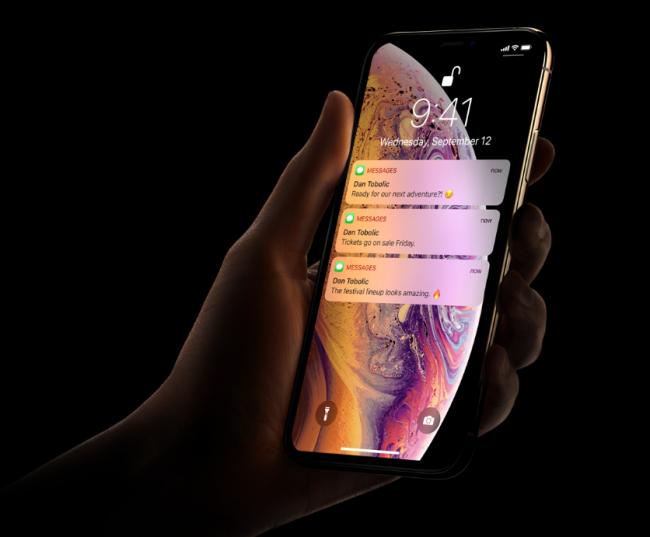 iphone xs [ 1300 x 650 Pixel ]