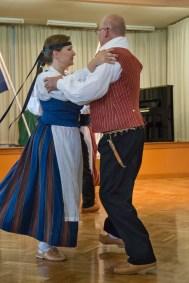 folk-dancing-helena-lare