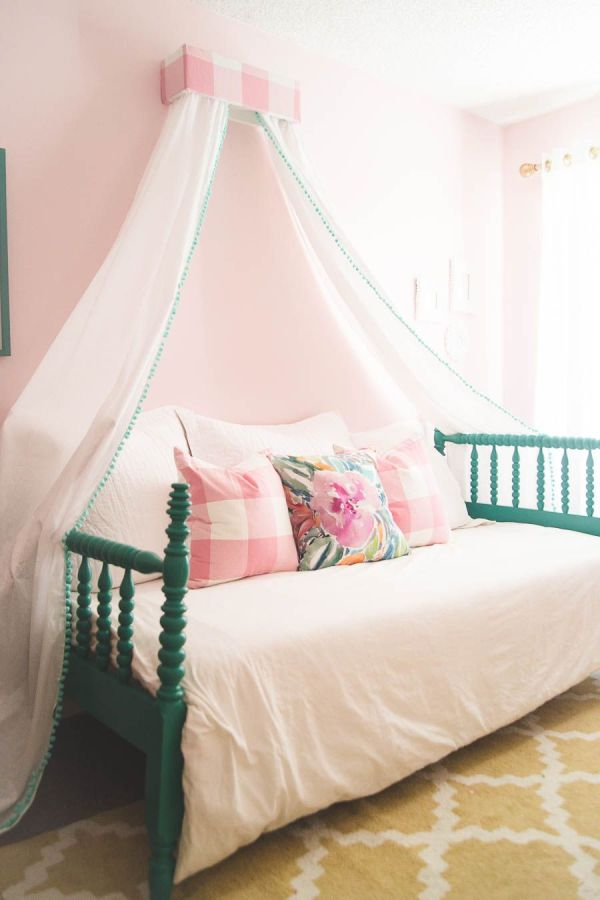 Beautiful Girls' Rooms With Canopy Beds