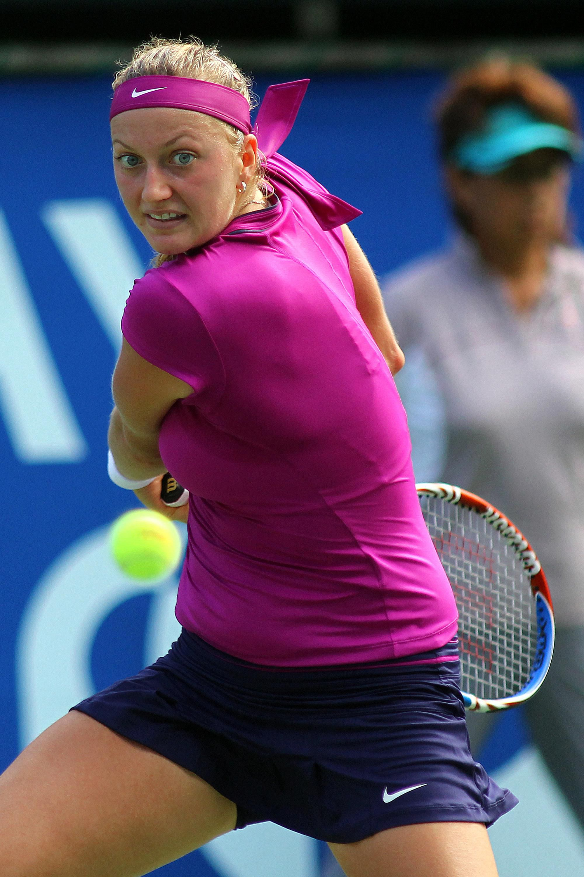 Petra Kvitova Photos Gallery Of Pictures Of Petra Kvitovas Strokes Backswing For Two Handed