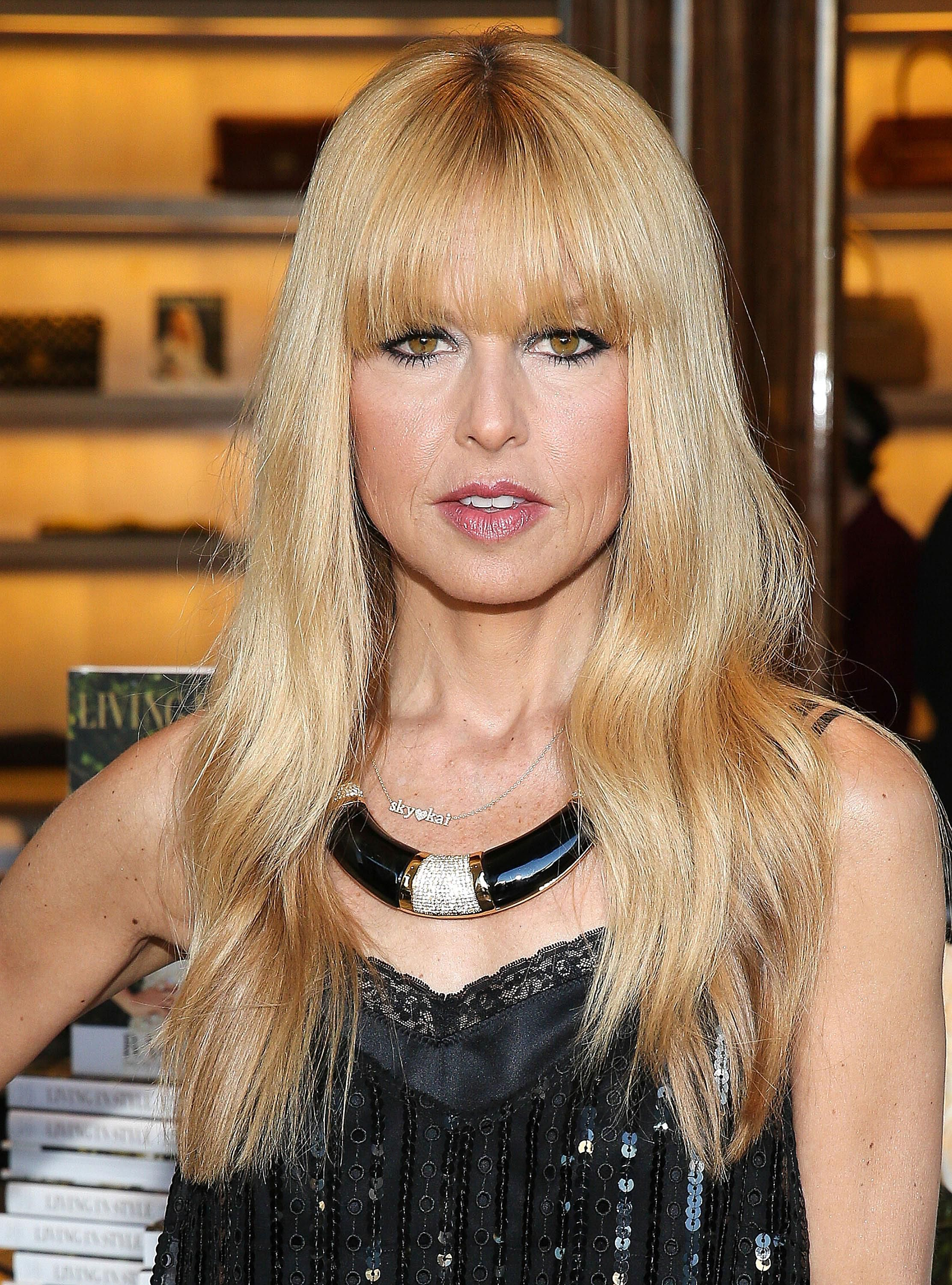 20 s of Hairstyles With Gorgeous Side Swept Bangs