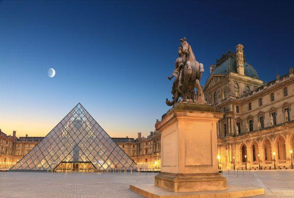 Enjoy Louvre Museum In Paris