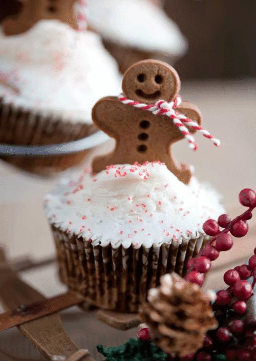 15 Incredible DIY Christmas Cake Toppers