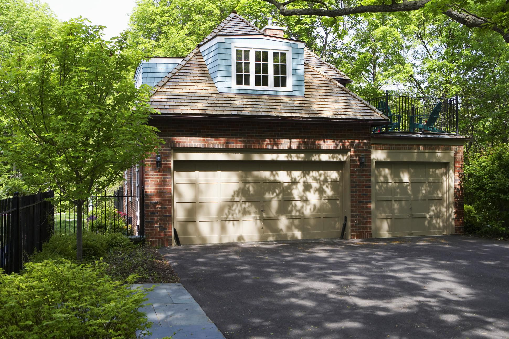 The Benefits of a Detached Garage