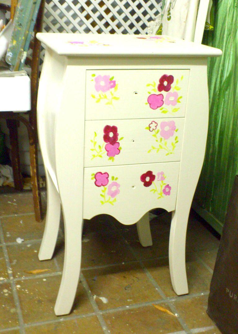 Pintar muebles de madera decorarlos y transformarlos