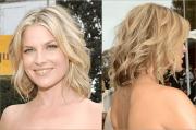 nail medium-length hair