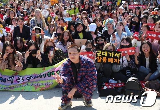 300919 news hongki départ à l'armée