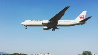 【飛行機 絶景ポイント 】日本で最も?間近で着陸シーンが見れる「大阪伊丹空港32Lエンド 千里川堤防」