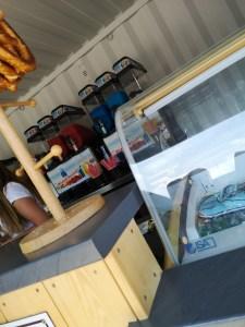 Eisstand mit Slush Eis und Bretzel - Copyright: fuchsliebende