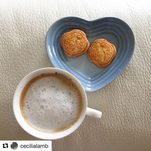 #Repost @cecilialamb with @get_repost・・・ x  by Shiseido #foodie #cookies #camellia #camelia #椿 #shiseido #ginza #tokyo #japan #madeinjapan #lecreuset #blueheart #caffelatte #latte #homemadelatte #happyeaster @fudejapan