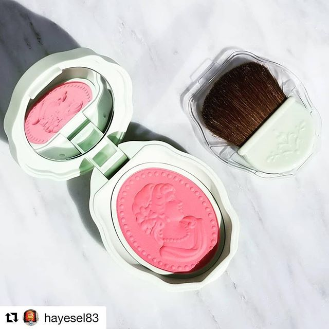 #Repost @hayesel83 with @get_repost・・・Happy #pinkwednesday! @fudejapan got this @lm_laduree blush for me from Japan since stores in the u.s. don't carry it. Laduree is so lovely, highly recommend! #blush #pink #laduree #japan #makeupjunkie #makeupaddict #beautylover #beautyaddict #slave2makeup #slave2beauty #vegas_nay