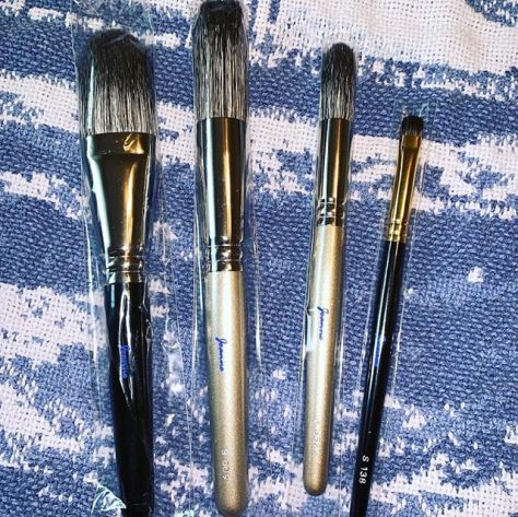 I was so thrilled to see the package from Japan, waiting for me when I came home today. Thank you to Toshiya @fudejapan for helping me to obtain these gorgeous brushes and hard to come by Kit Kat flavors!  The brushes are even lovelier in person and exquisite in their quality and softness. They are works of art!#hakuhodo #kihitsu #koyomo #makeupbrushes #handmadeinjapan #bestquality #artisan #handcrafted