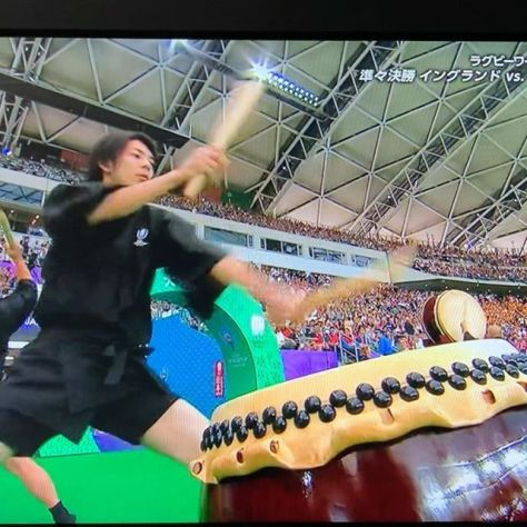 (Please be careful about the sound)#wadaiko, Japanese drum, at Rugby World Cup. Good idea to mix Japanese tradition with western sports England vs Australia