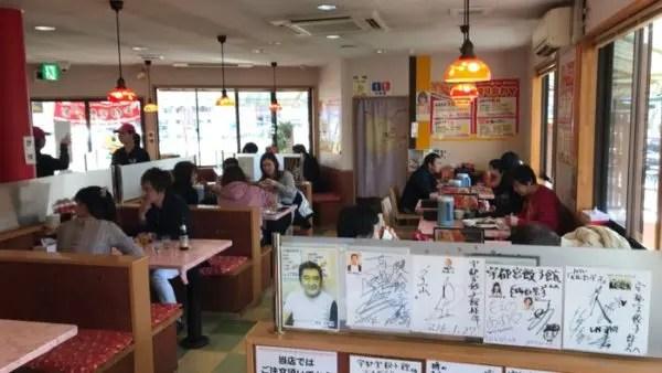 宇都宮餃子館 東口駅前イベント広場店店内