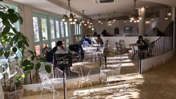 ペニーレイン東宿郷店のカフェ