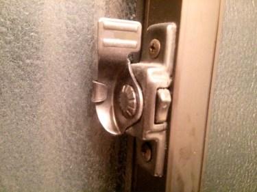 防犯のために窓をロックするなら100均グッズを活用しよう!
