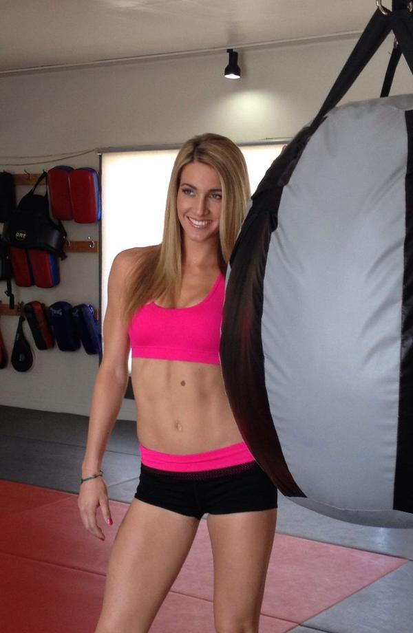 Mikaela Mayer, boxeadora y modelo estadounidense.