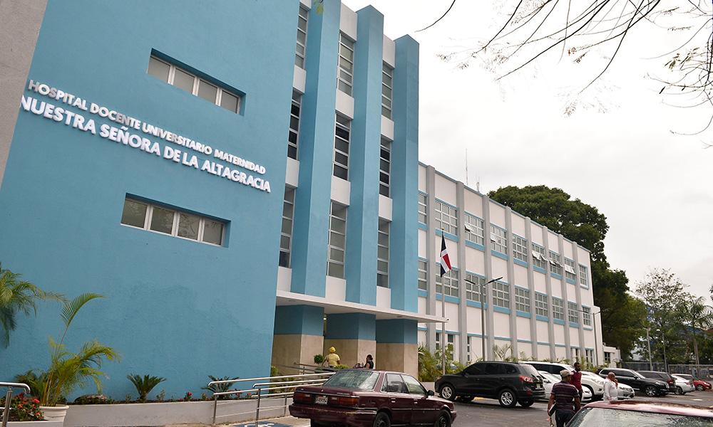 Mujer de 32 años da a luz a niñas siamesas en Santo Domingo