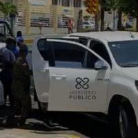 """VIDEO: Detienen ciudadanos que reproducían merengue """"se van"""" frente a oficina de Julio Cury"""
