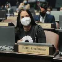 Betty Gerónimo confiesa que lleva doce años padeciendo una dolorosa enfermedad