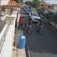 VIDEO: Hombre salió a sacar la basura y se lo llevan preso