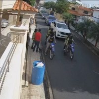 PN dice no son sus miembros agentes arrestaron hombre salió a botar basura