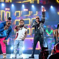 VIDEO: Chimbala se luce en Premios Juventud