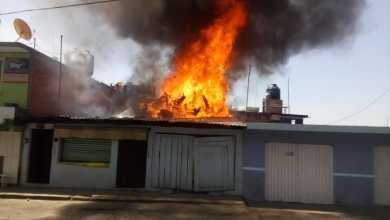 Rescatan a dos adultos y tres menores en un incendio