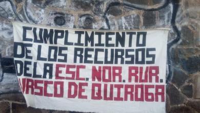 Bloquean normalistas vías del tren en Tiripetío