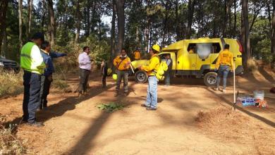 Atienden brigadas incendios en Uruapan